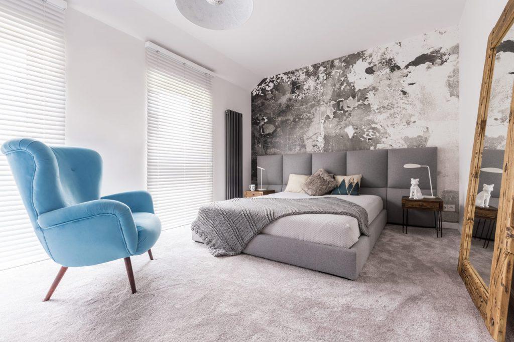 Wandgestaltung im Schlafzimmer mit Kreativtechnik in schwarz-weiß